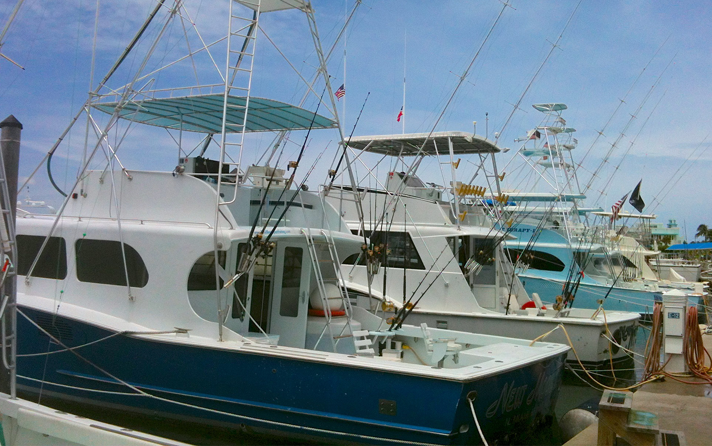 Deep sea fishing miami charters fl 1 new moon sportfishing for Off shore fishing boats